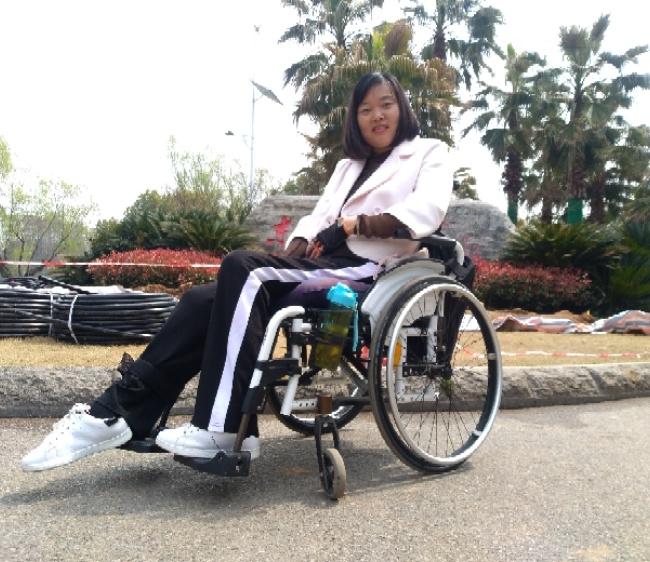 轮椅上的坚强照片