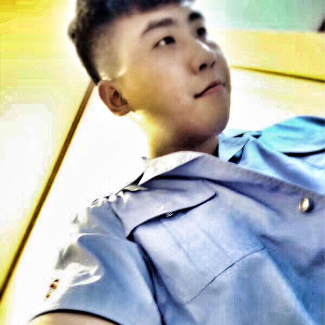 刘灿烂照片